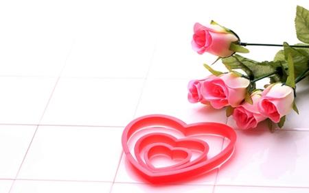 ハートとバラ  O型女性の恋愛傾向と心理を考察!性格と相性のよい血液型とは?