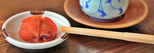 取り皿のふち  箸のマナー!食後のお箸の置き方やおもてなしの箸の選び方とかあるの?