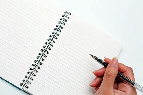 ノートとペン 【必見】夢を叶える手帳(ノート)の書き方!願望実現のテクニック