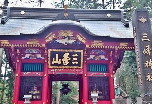 三峰神社 三峯神社天空の奥宮でパワー強大なオオカミ神と白い氣守りをGet!