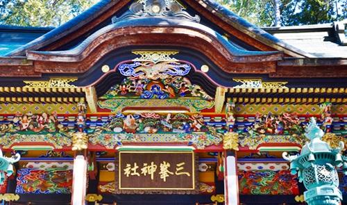 絢爛豪華な拝殿 三峰神社