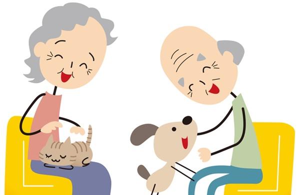 猫と犬を可愛がる老夫婦