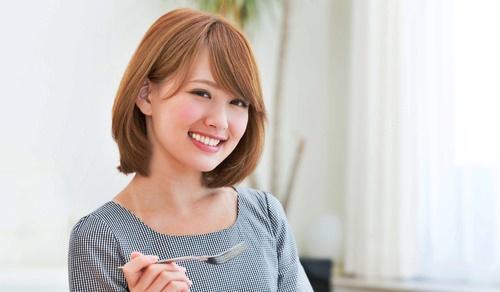 香りの健康法でいつも笑顔の美女