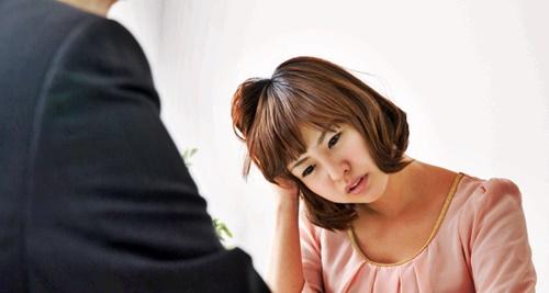 悩み相談をする女性