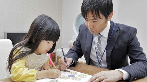 個別指導の学習塾女の子が勉強