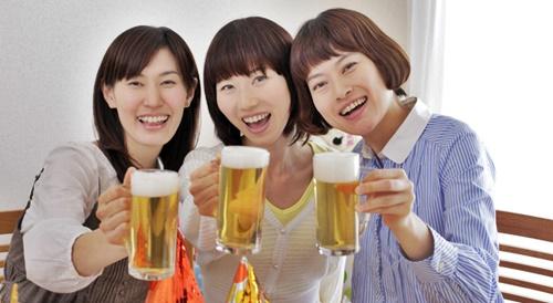 ママ友たちとビールで乾杯