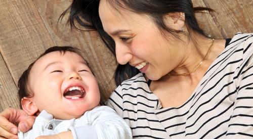 笑顔のママと赤ちゃん