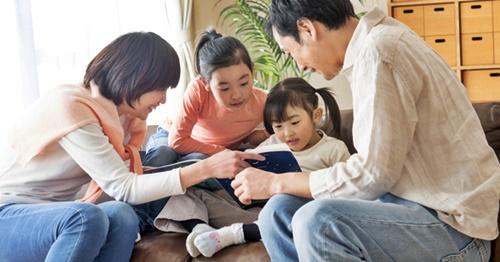 仲良し家族姉妹とパパとママ