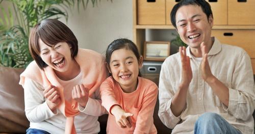 めちゃくちゃ楽しそうな女の子とパパとママ