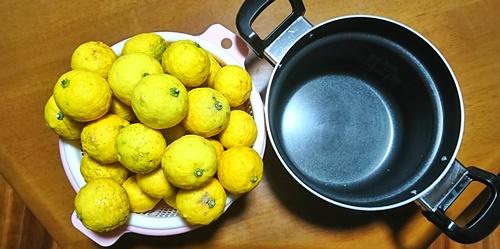 柚子の山とお鍋