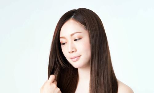 綺麗な髪が自慢の女性