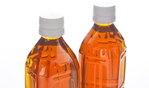 いちご狩りデートには小さいボトルのストレートティー